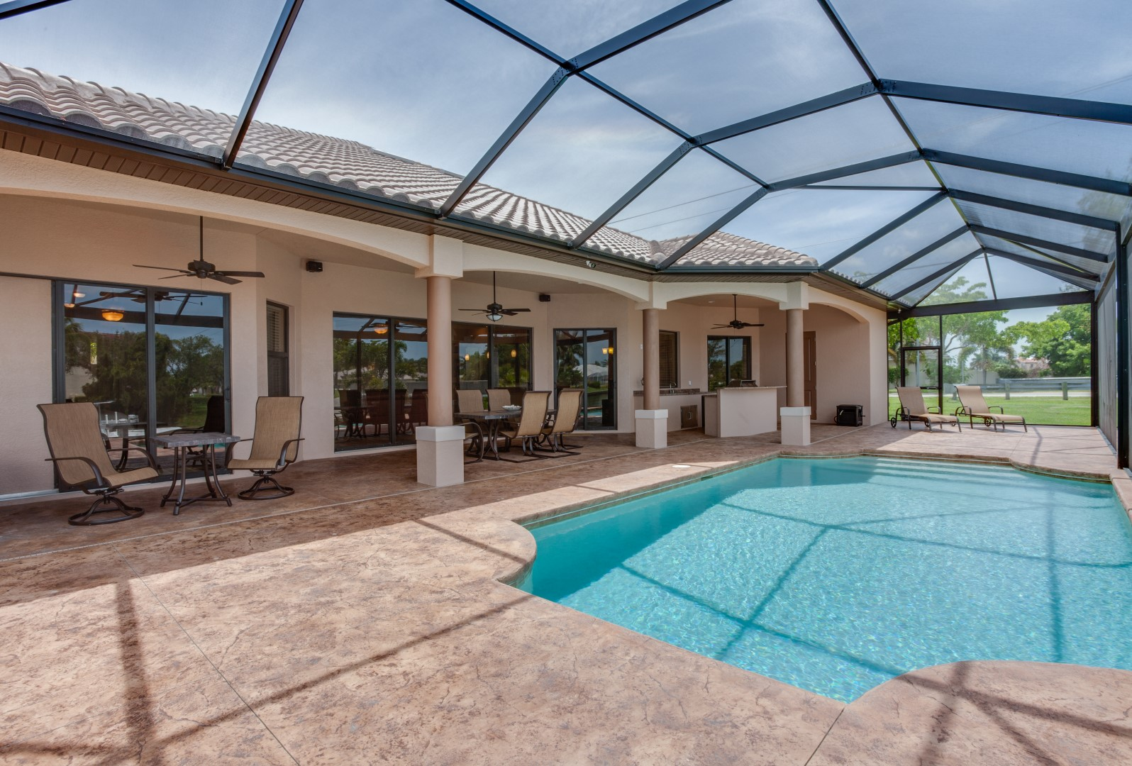Pool outside patio large sinclair custom homes inc - Houses large patios ...